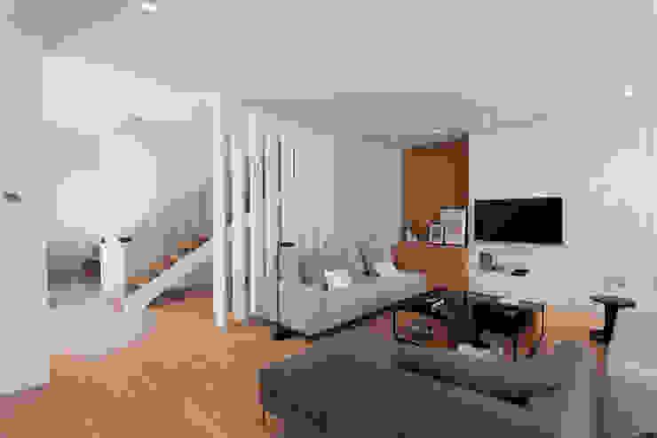 現代房屋設計點子、靈感 & 圖片 根據 SGM Arquitectura 現代風