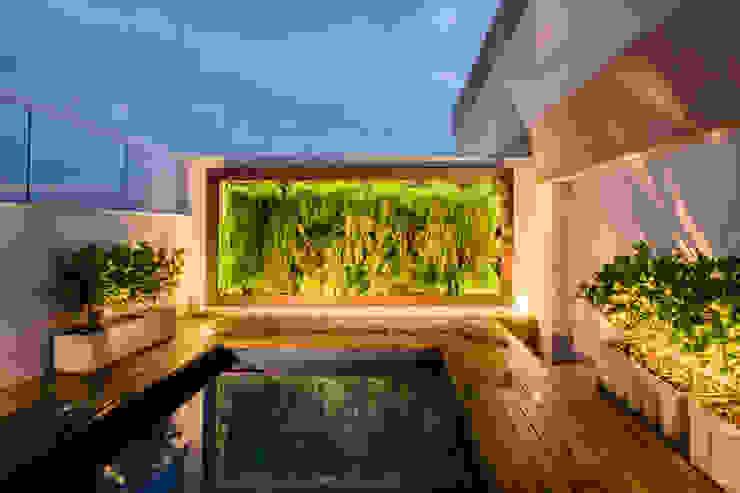 Modern balcony, veranda & terrace by Macro Arquitetos Modern