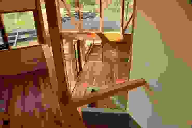 现代客厅設計點子、靈感 & 圖片 根據 PhilippeGameArquitectos 現代風