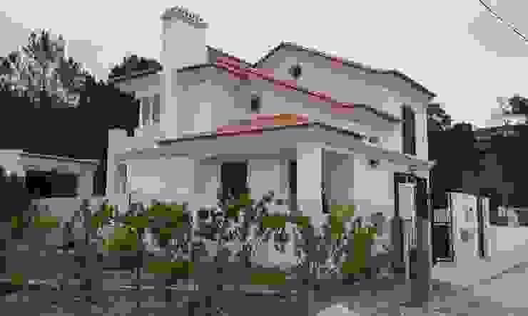 Pedro de Almeida Carvalho, Arquitecto, Lda 一戸建て住宅 鉄筋コンクリート 白色