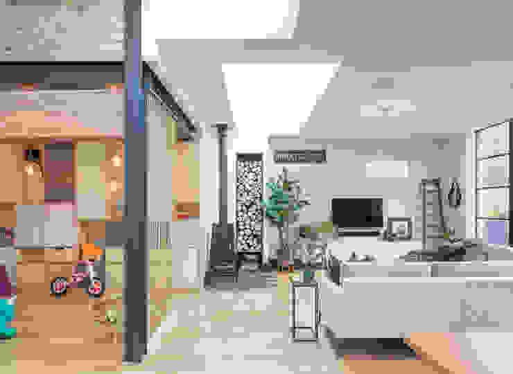 Living space Ruang Keluarga Modern Oleh TAS Architects Modern