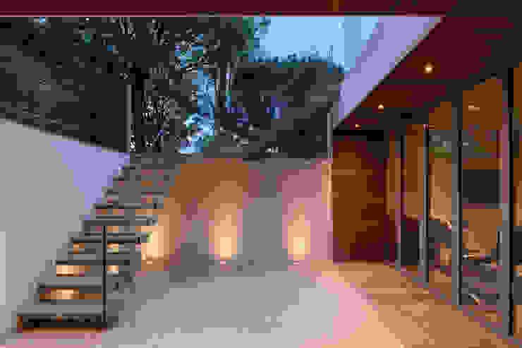 Sunken courtyard TAS Architects Modern garden