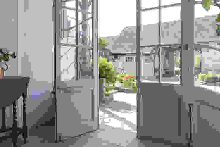 Puertas modernas de Villeroy & Boch Moderno