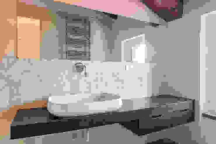 10 trucchi per arredare un bagno perfetto for Foto arredo bagno