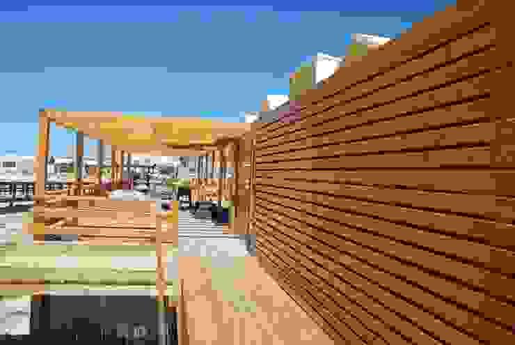 Mediterranean style gastronomy by EC-BOIS Mediterranean Engineered Wood Transparent