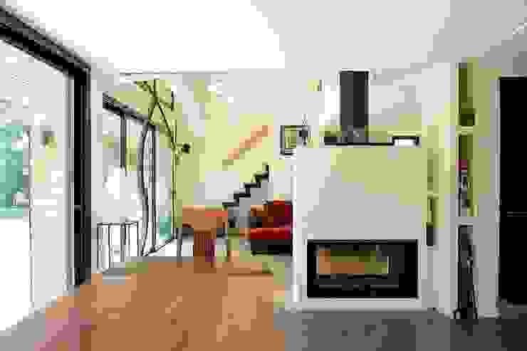 Modern living room by EC-BOIS Modern Engineered Wood Transparent