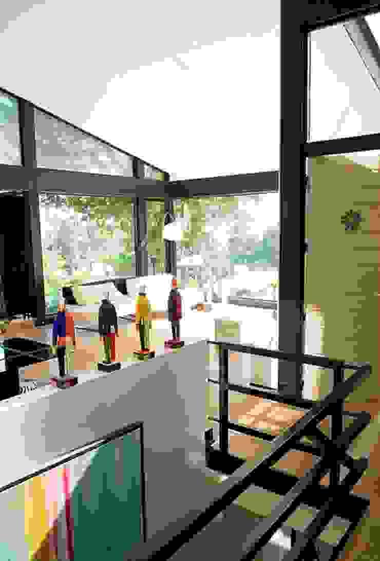 Moderner Flur, Diele & Treppenhaus von EC-BOIS Modern Holzwerkstoff Transparent