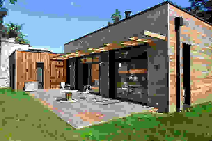 現代房屋設計點子、靈感 & 圖片 根據 EC-BOIS 現代風 複合木地板 Transparent
