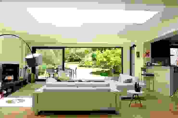 现代客厅設計點子、靈感 & 圖片 根據 EC-BOIS 現代風 複合木地板 Transparent