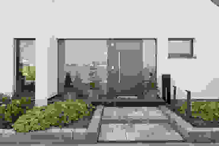 Eingangbereich der unteren Wohnung Grotegut Architekten Mehrfamilienhaus Stein Grau