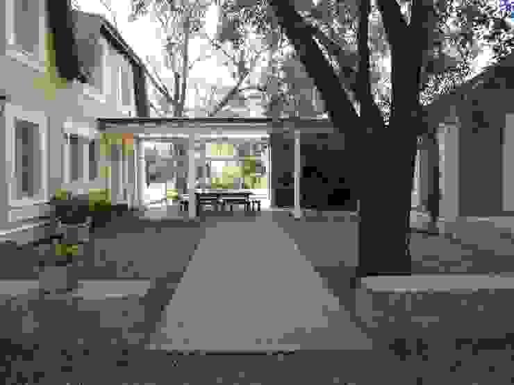 CASA DE CAMPO Jardines de invierno clásicos de Estudio Dillon Terzaghi Arquitectura - Pilar Clásico