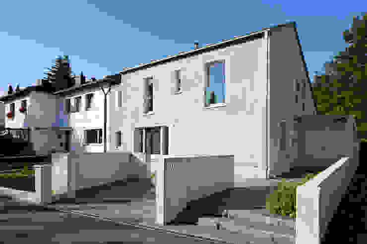 Ansicht von der Straße von Grotegut Architekten Modern