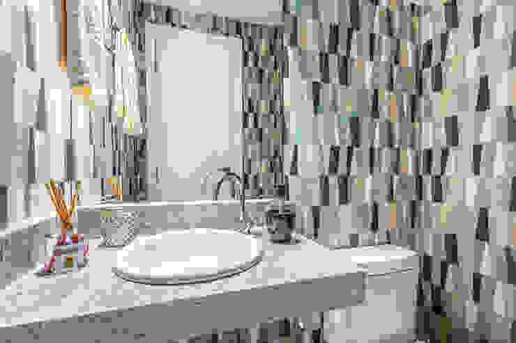 Vila Ferrara Banheiros modernos por DUE Projetos e Design Moderno Granito