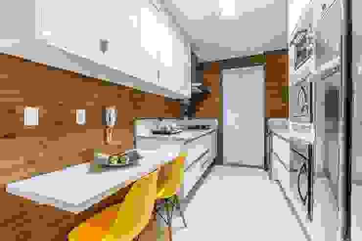 DUE Projetos e Design Dapur Klasik Kayu Yellow
