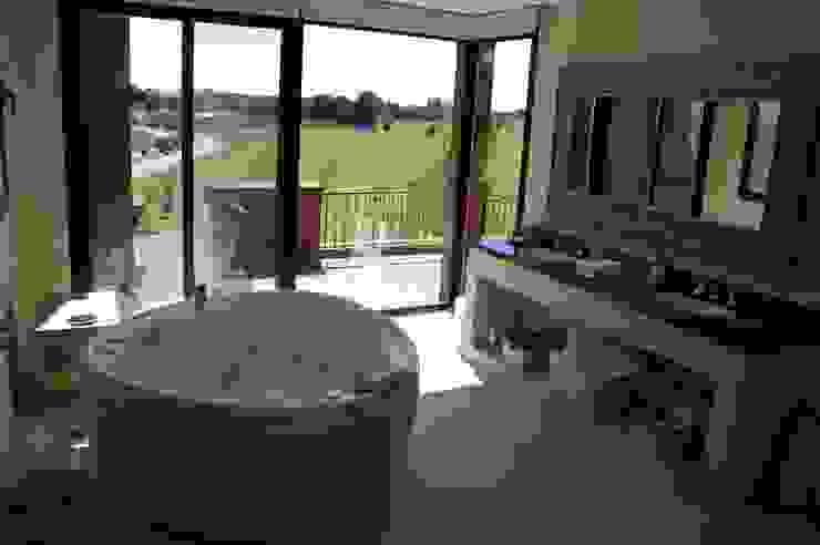 Modern bathroom by Estudio Dillon Terzaghi Arquitectura - Pilar Modern