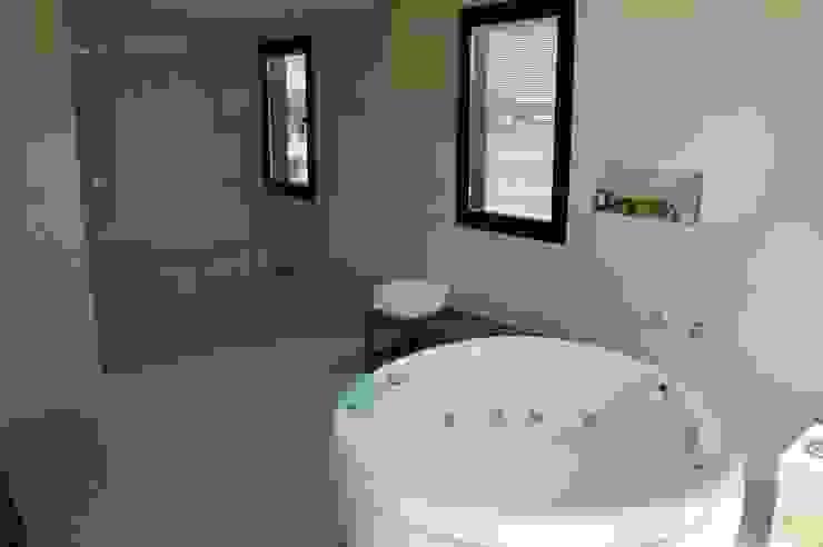 Casa en Haras San Pablo Baños modernos de Estudio Dillon Terzaghi Arquitectura - Pilar Moderno