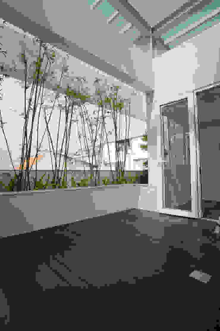 Balcones y terrazas de estilo asiático de Công ty TNHH TK XD Song Phát Asiático Cobre/Bronce/Latón