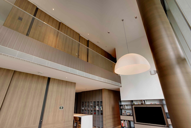 Lofty Ideals Apartment at Leedon Residence Modern corridor, hallway & stairs by Lim Ai Tiong (LATO) Architects Modern
