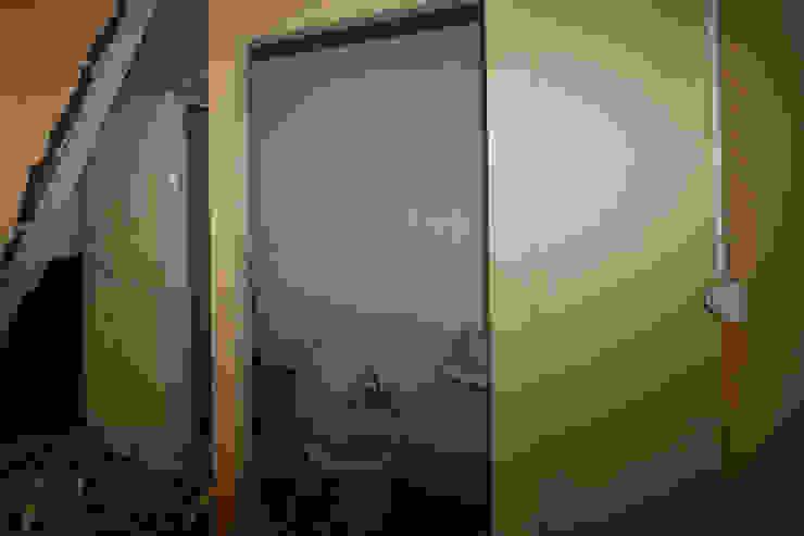 salle de bain avant démolition par Agence ADI-HOME Moderne