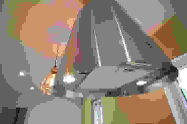 CHAMBRE DE BONNE A STRASBOURG Cuisine moderne par Agence ADI-HOME Moderne Aluminium/Zinc