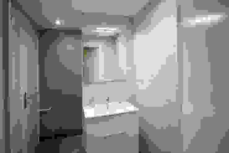 salle de bain après travaux par Agence ADI-HOME Moderne