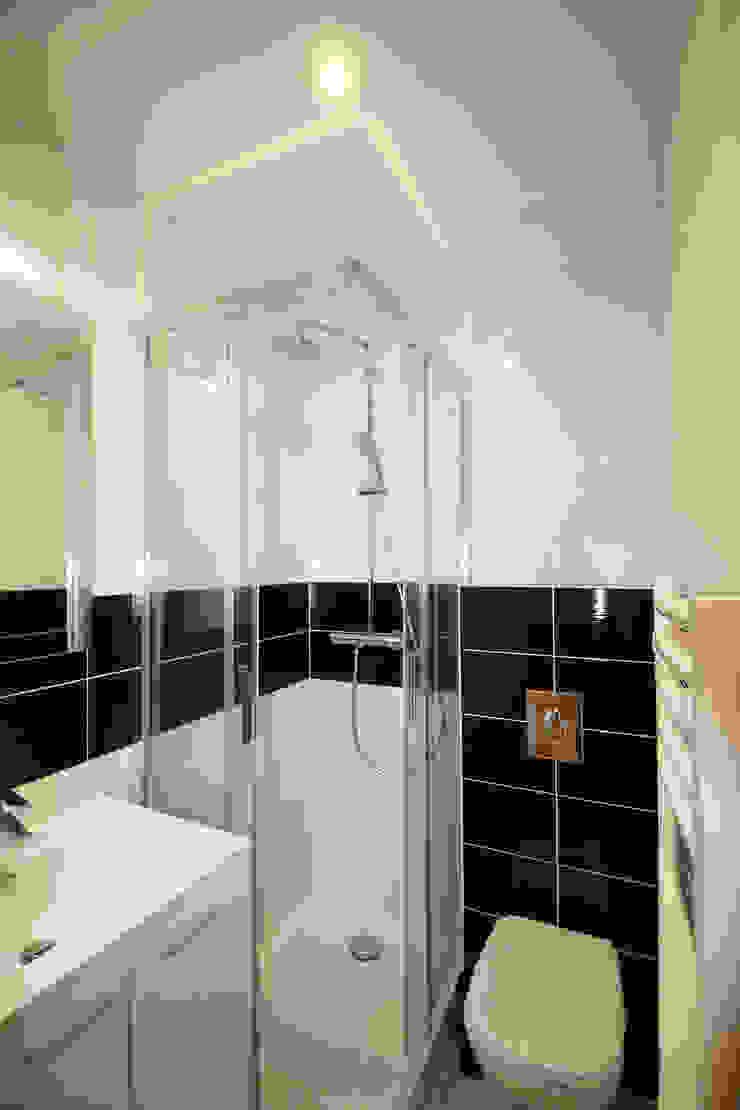 Modern bathroom by Agence ADI-HOME Modern Sandstone