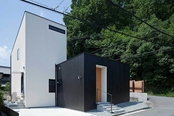 Nakaniwa-Engawa House 山本嘉寛建築設計事務所 YYAA 房子 木頭 Black
