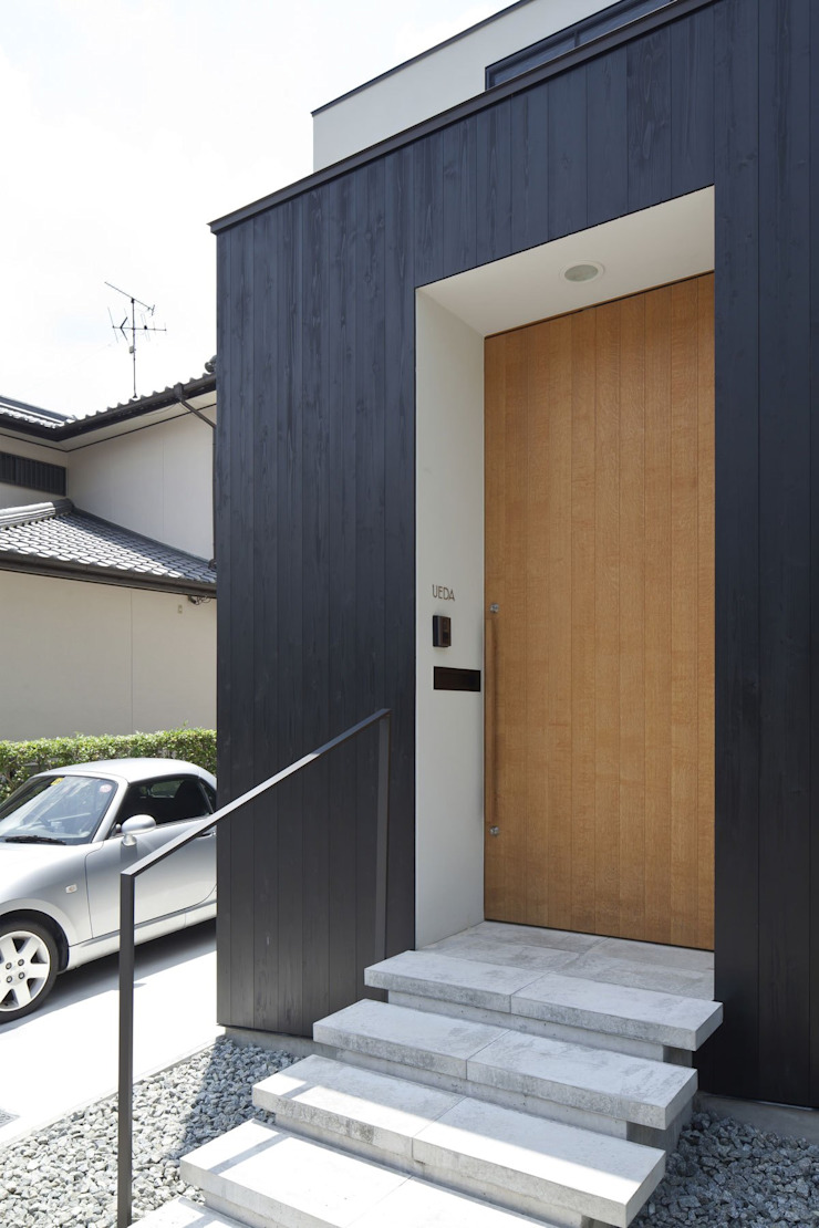 Nakaniwa-Engawa House 山本嘉寛建築設計事務所 YYAA 走廊 & 玄關 木頭 Brown
