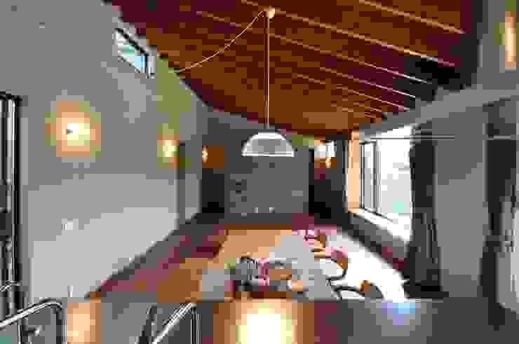 リビングダイニング ツジデザイン一級建築士事務所 オリジナルデザインの リビング コンクリート 灰色