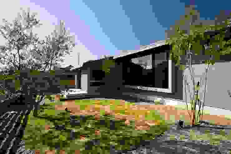 外観 ツジデザイン一級建築士事務所 オリジナルな 家 灰色