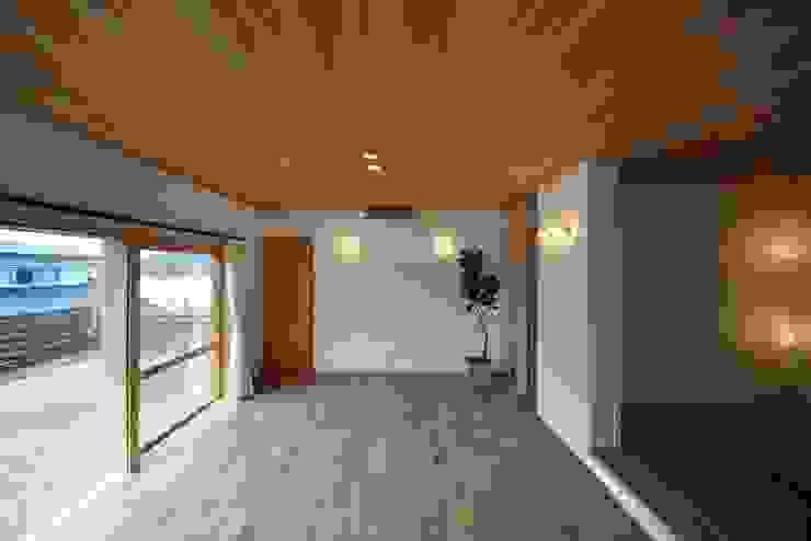 リビング ツジデザイン一級建築士事務所 オリジナルデザインの リビング 木 木目調