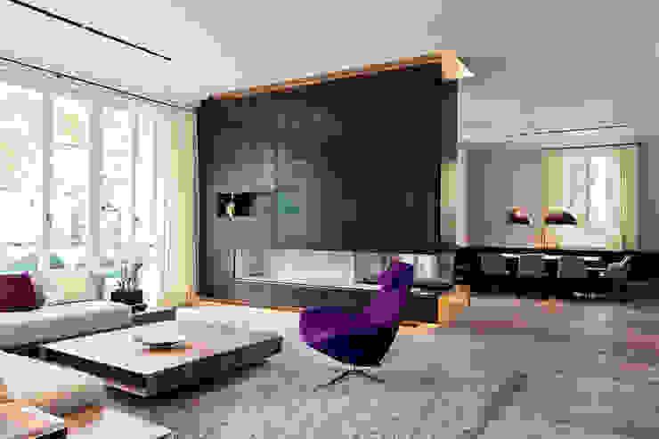 Villa mit Stil und voller technischer Finessen - Hightech-Wohnen Gira, Giersiepen GmbH & Co. KG Moderne Wohnzimmer