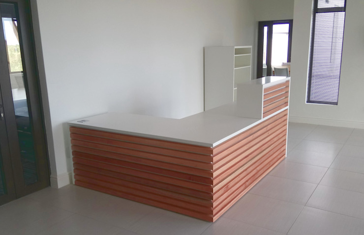 reception desk Scandinavian style offices & stores by Till Manecke:Architect Scandinavian