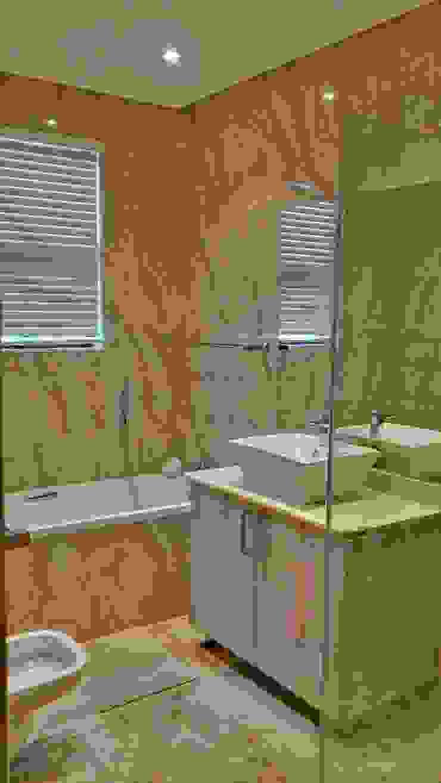 Modern bathroom by AH Architects Modern