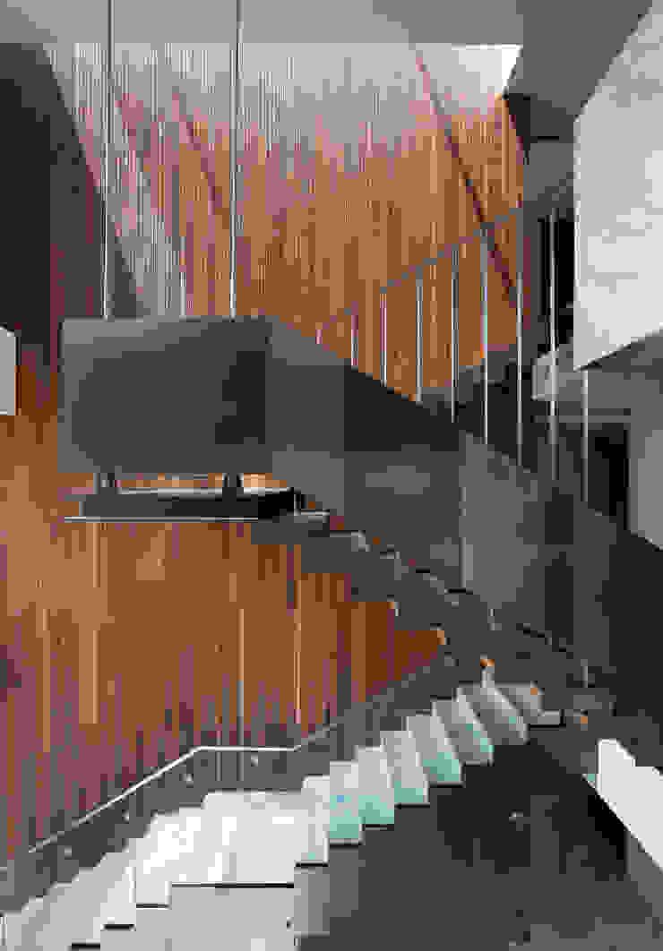커스토마이집 (과천 단독 주택) by L'eau Design 모던