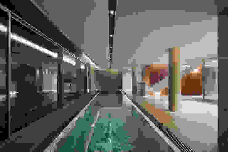 커스토마이집 (과천 단독 주택) 모던스타일 수영장 by L'eau Design 모던