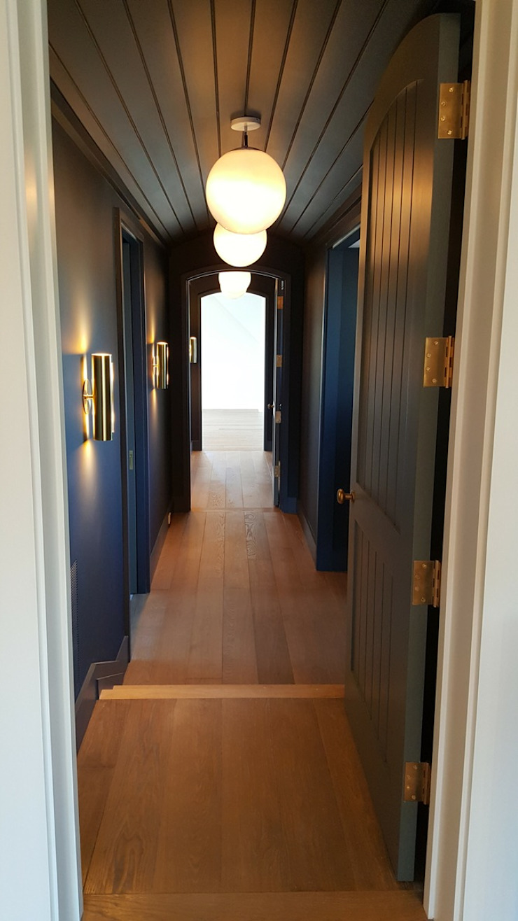 Pre-finished White Oak Modern Corridor, Hallway and Staircase by Shine Star Flooring Modern