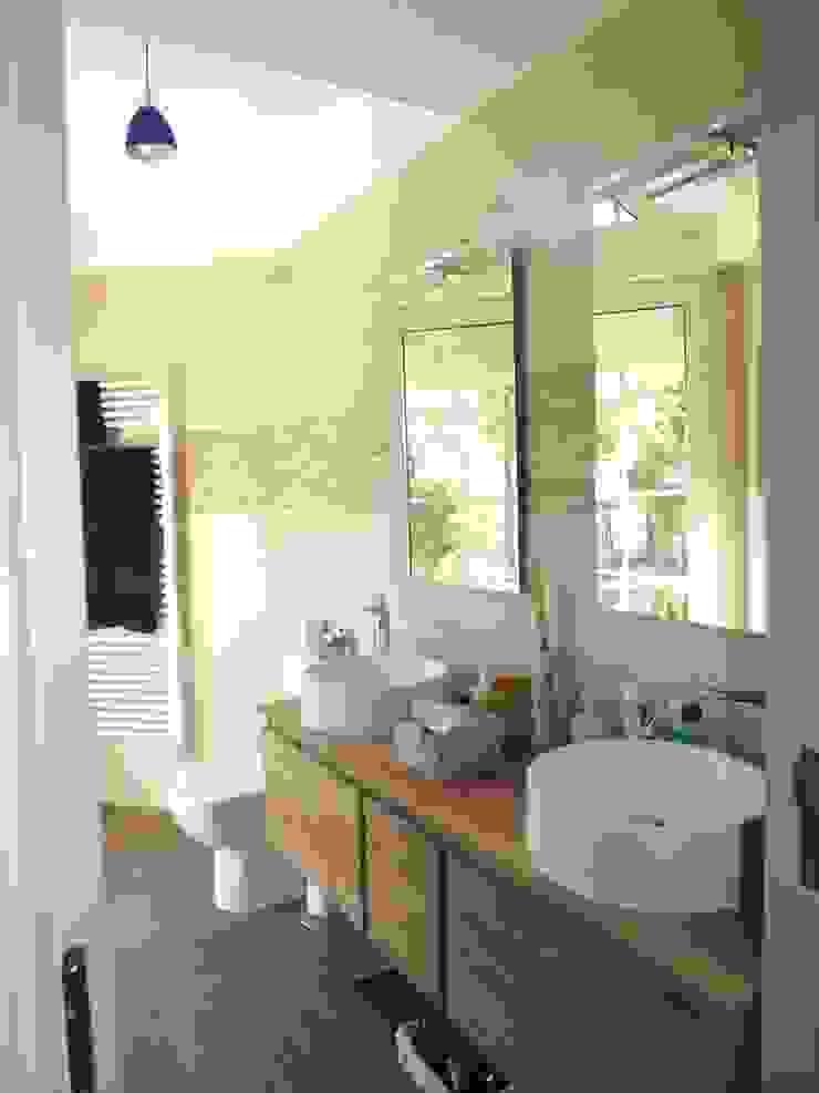 Reforma baño contemporáneo Baños de estilo moderno de Almudena Madrid Interiorismo, diseño y decoración de interiores Moderno Cerámico