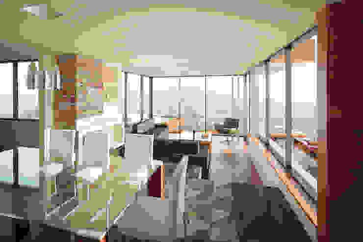 Living y comedor. Livings de estilo moderno de Uno Arquitectura Moderno Vidrio