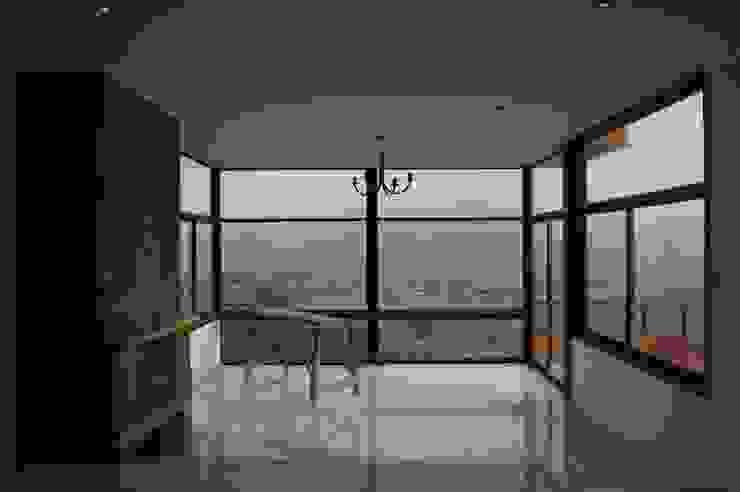 现代客厅設計點子、靈感 & 圖片 根據 Uno Arquitectura 現代風 石器