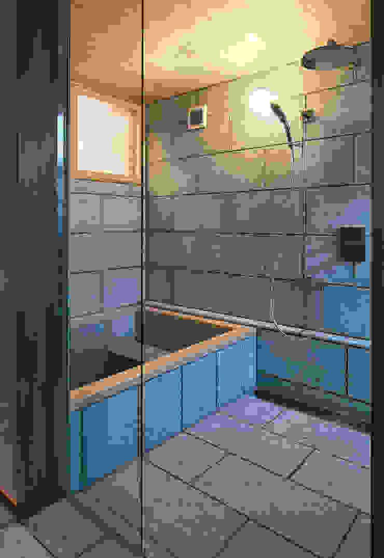 Modern Bathroom by かんばら設計室 Modern Stone
