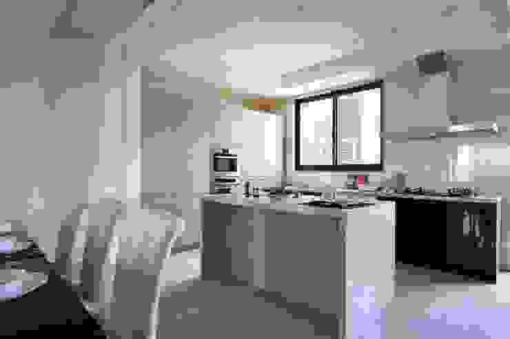 廚房一字型的配置不僅美觀 根據 雅和室內設計 古典風