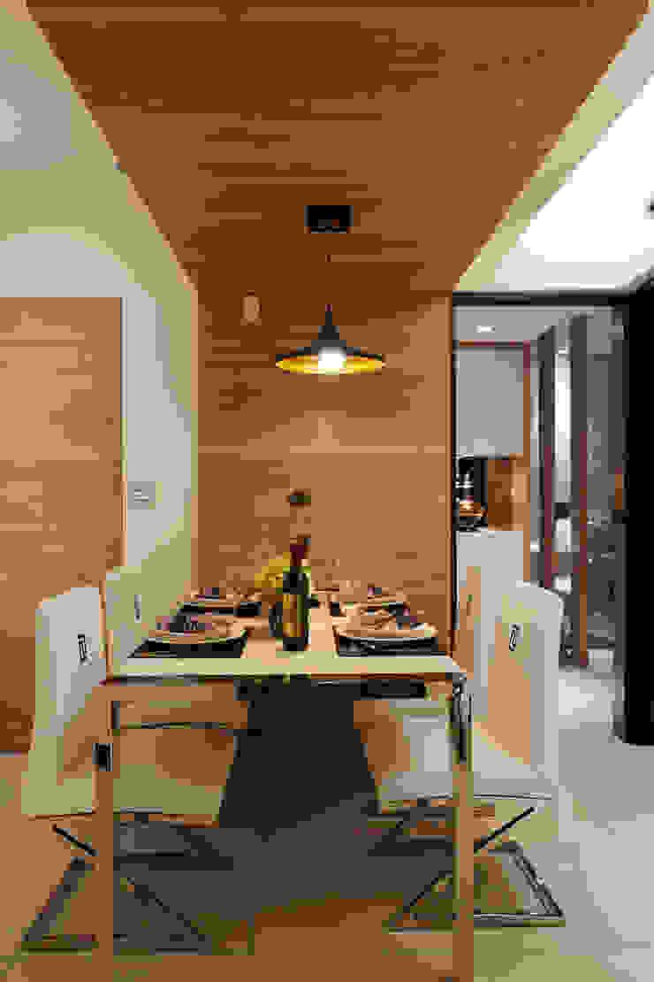 餐桌為石材與不鏽鋼共構 根據 雅和室內設計 現代風