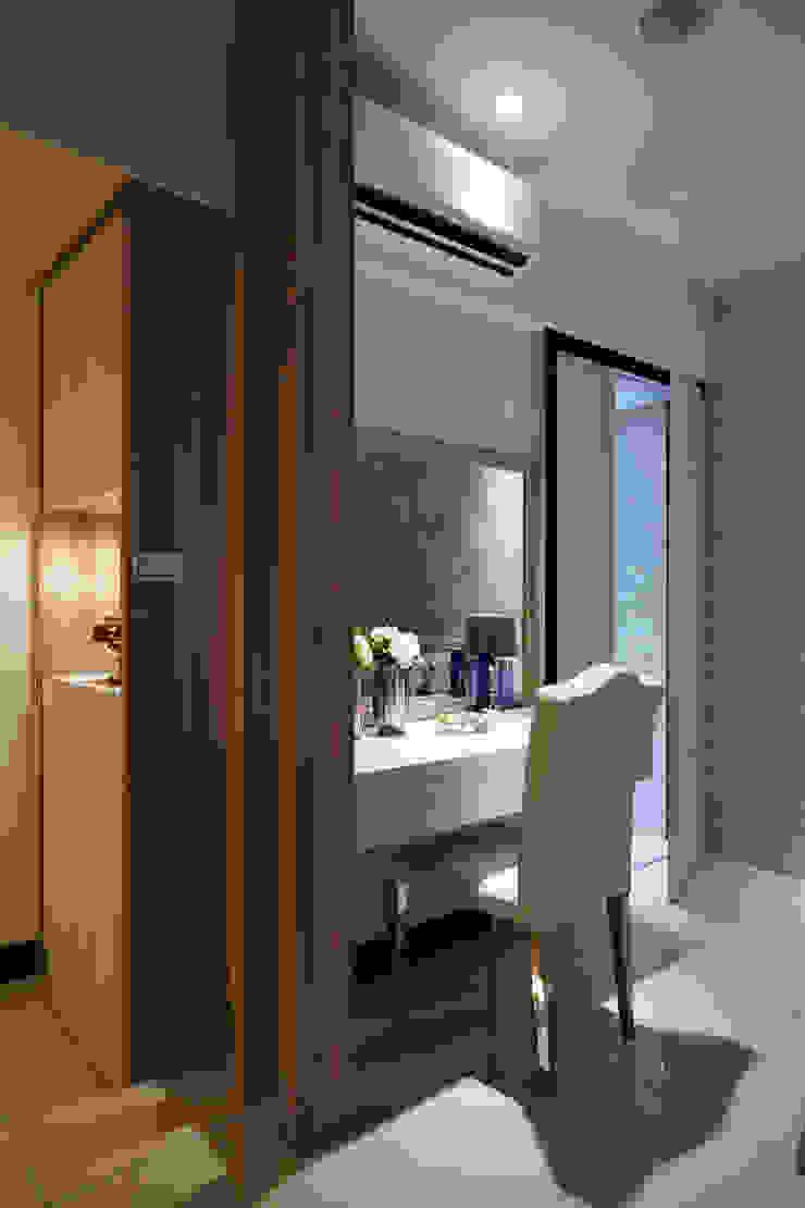 獨立梳妝台與大型衣櫃 根據 雅和室內設計 現代風