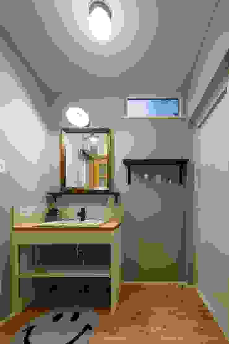 Rustic style bathrooms by dwarf Rustic