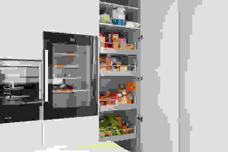 Modern Kitchen by Eficema, móveis lda Modern