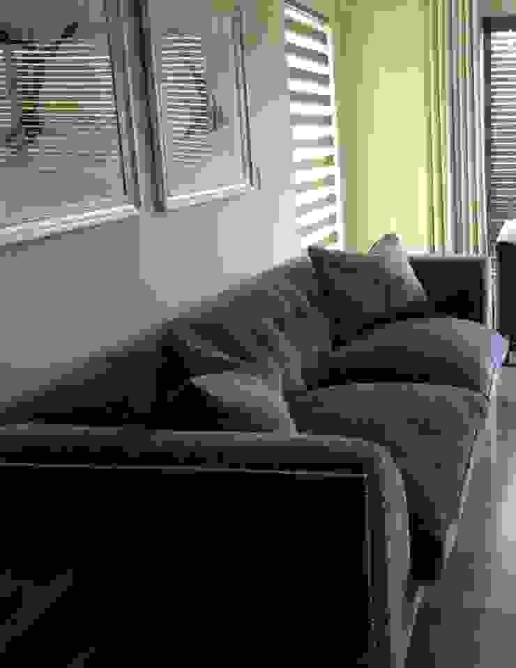 House Sandhurst Modern Living Room by Simply Living Online Modern Wood Wood effect