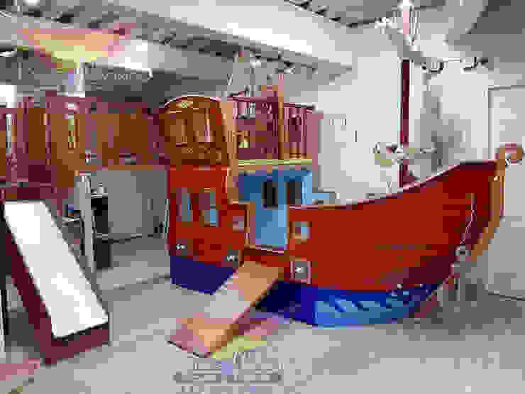 Impactante cama barco con puente:  de estilo tropical por Kids Wolrd- Recamaras Literas y Muebles para niños, Tropical Derivados de madera Transparente