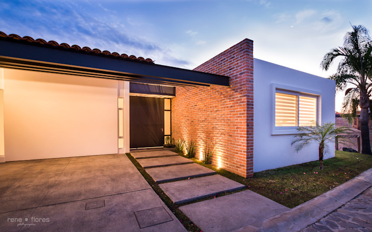Classic style houses by René Flores Photography Classic