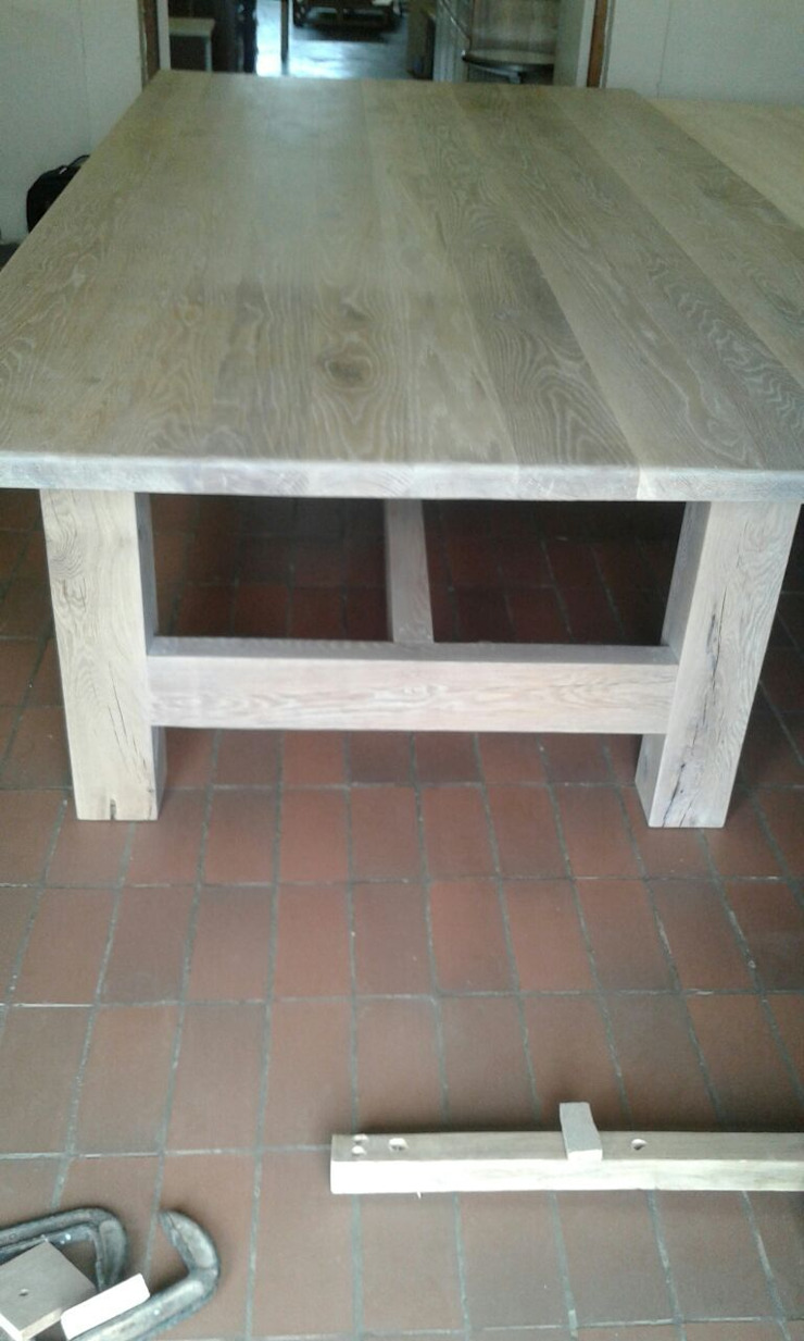 Solid Rustic European Oak patio table: classic  by MELLOWOOD Furniture, Classic Wood Wood effect